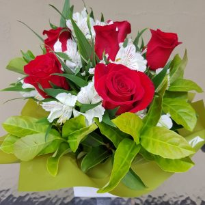 Flowers with style | roses and alstromeria